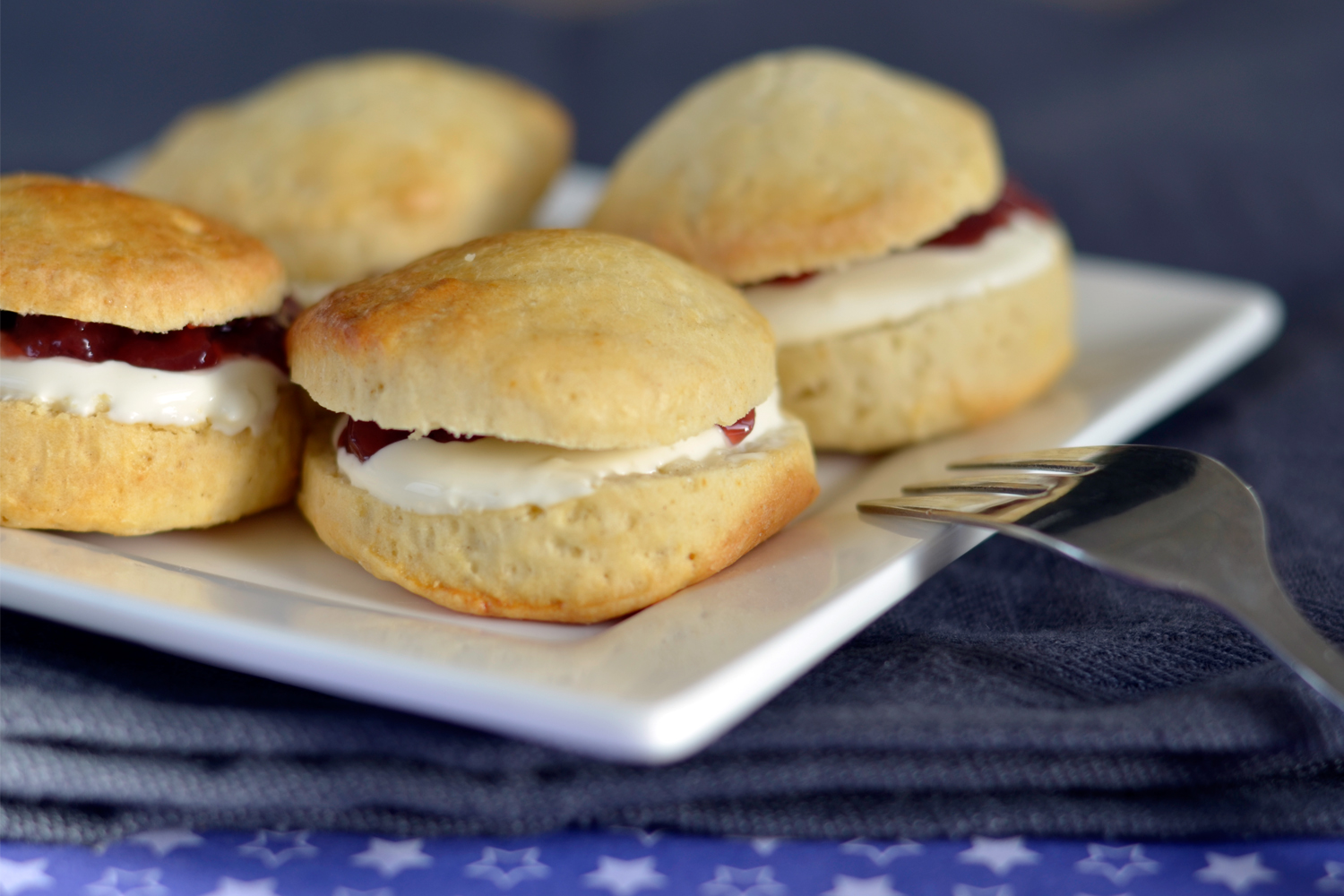 Scones met cream en jam
